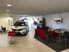 Vertu Honda Grantham showroom interior