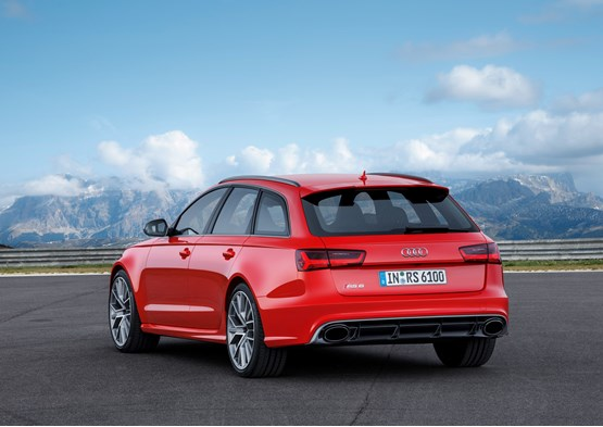 2015 Audi RS 6 Avant rear view with a mountain backdrop