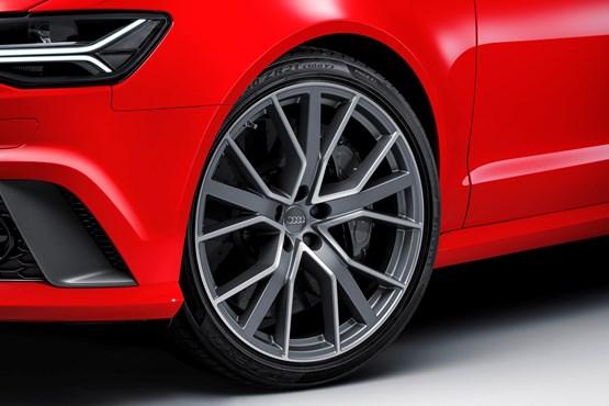 2015 Audi RS 6 Avant front wheel detail