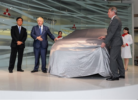 Boris Johnson about to unveil the facelifted Mitsubishi Outlander PHEV in 2015