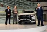 Boris Johnson unveils facelifted Mitsubishi Outlander PHEV 2015