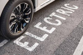 Mitsubishi Outlander PHEV 2015 front wheel over electric road marking