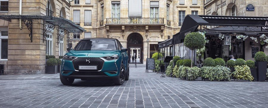 2019 DS 3 Crossback in a city street