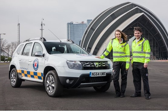 Dacia loans Duster to St Andrew's First Aid charity