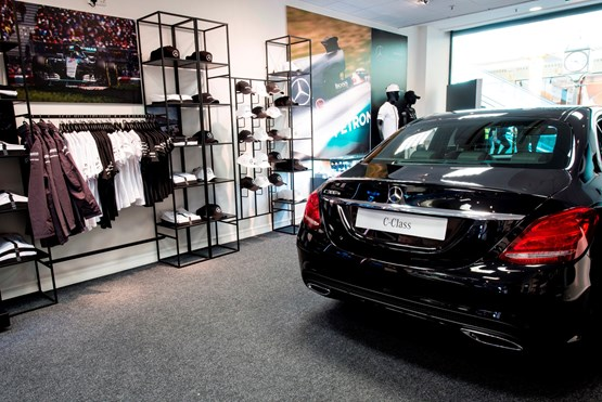 Mercedes benz retail dealers open pop up store in for Mercedes benz dealers manchester