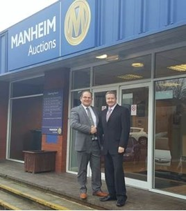 Manheim's Gerry Whittington with the RAA's John Matthews