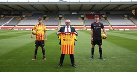 Chris McKenzie, general manager of Macklin Motors Glasgow Central Nissan, with Partick Thistle players wearing their new strips