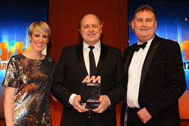 Philip J Deacon, head of marketing, Marshall Motor Group, collects the AM Award 2017 for digital initiative of the year from Darren Moon, sales director, Auto Trader
