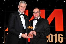 Eddie Hawthorne, MD, Arnold Clark Automobiles (left), accepts the award from  Nick Franklin, head of new business, partnership and distribution, Mapfre Abraxas