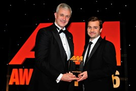 Eddie Hawthorne, group managing director, Arnold Clark Automobiles (left), accepts the Retailer of the Year award from Richard Jones, managing director, Black Horse