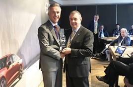 Jon Wakefield, managing director at Volvo Car UK and John Cleland, retailer principal at Clelands of the Boarders