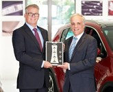 Taking the reins: Chris Lear (left) takes over from Hamish McCowan (right) as Kia Motors UK aftersales director