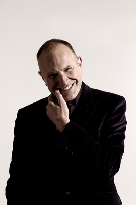 Comedian Simon Evans will provide the entertainment at the AM Awards 2021 on September 8
