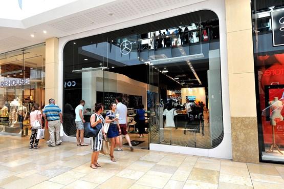 sinclair mercedes benz targets shoppers with pop up shop car dealer news. Black Bedroom Furniture Sets. Home Design Ideas